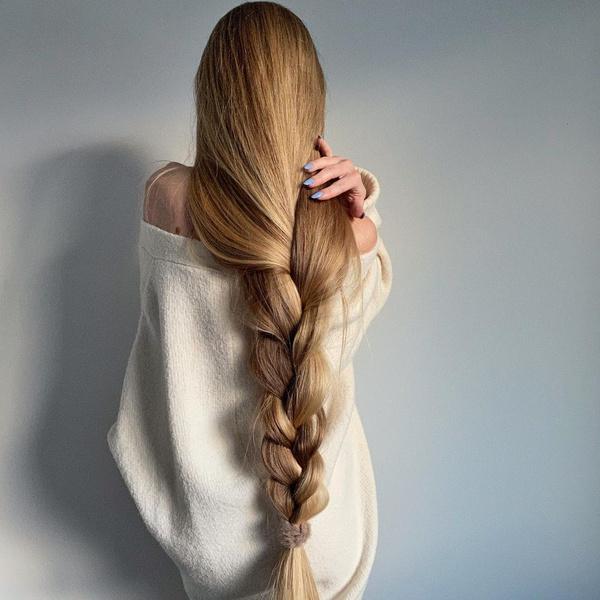 Фото №1 - Зачем наносить сыворотку для лица на волосы: 3 причины не повторять популярный бьюти-хак из ТикТока