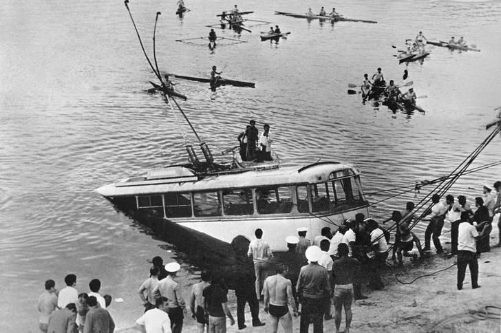 Фото №4 - История героического советского пловца Шаварша Карапетяна, который вытащил 46 человек из утонувшего троллейбуса