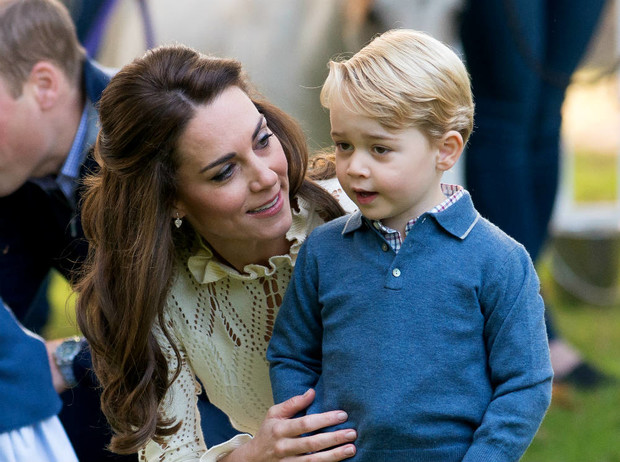 Фото №1 - Этикет для матери: будет ли Кейт делать реверанс Джорджу, когда он станет королем