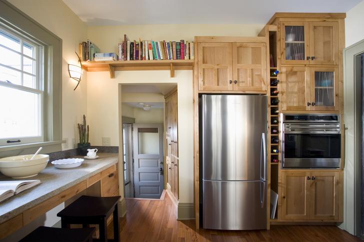 Фото №1 - Эксперт объяснил, почему в холодильник нельзя ставить горячее