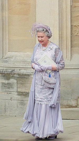 Фото №6 - Самые необычные и странные свадебные шляпки королевской семьи