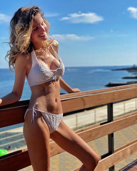 Фото №3 - Женя Малахова продемонстрировала округлившийся живот