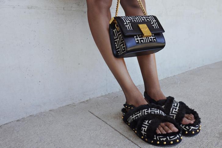 Фото №3 - 4 новые сумки Balmain, вдохновленные Пьером Бальменом и историей бренда