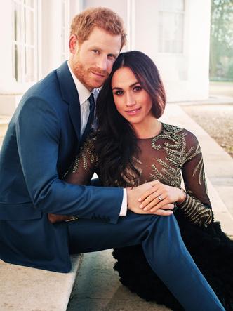 Фото №2 - «Просто Гарри и Меган»: чем новый официальный портрет Сассекских отличается от королевских фото