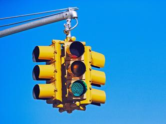 Фото №3 - Почему японцы ходят на синий сигнал светофора