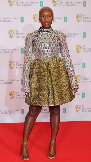 Фото №10 - BAFTA 2021: самые стильные звезды на красной дорожке церемонии