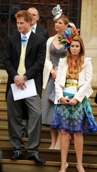 Фото №8 - Самые необычные и странные свадебные шляпки королевской семьи