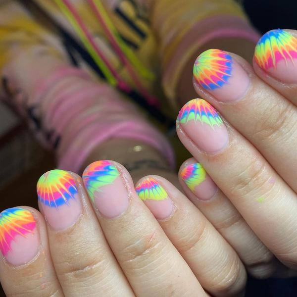 Фото №5 - Яркий маникюр: 12 летних идей для коротких ногтей