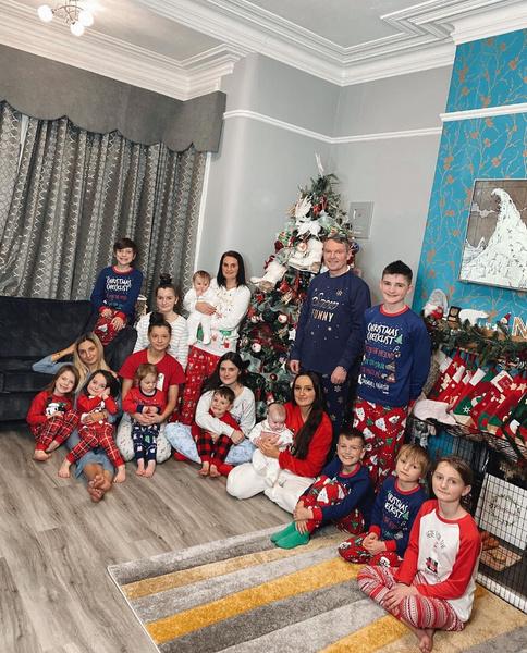 Сью и Ноэль Рэдфорт с детьми
