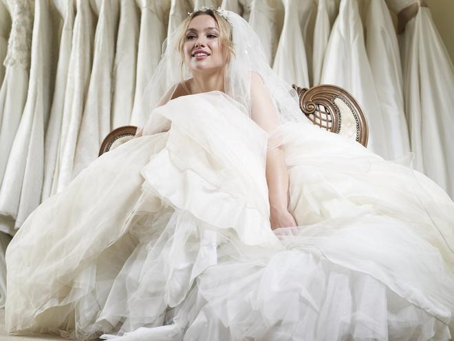 Во сне женщина в свадебном платье