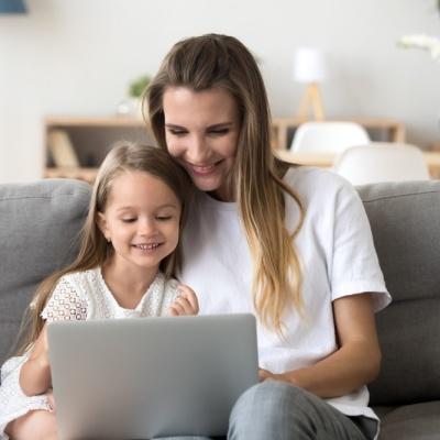 Мальчишки и девчонки, а также их родители: чем заняться в июне всей семьей?