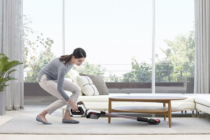 Фото №1 - Легко и быстро: убираем квартиру с новым вертикальным пылесосом Samsung