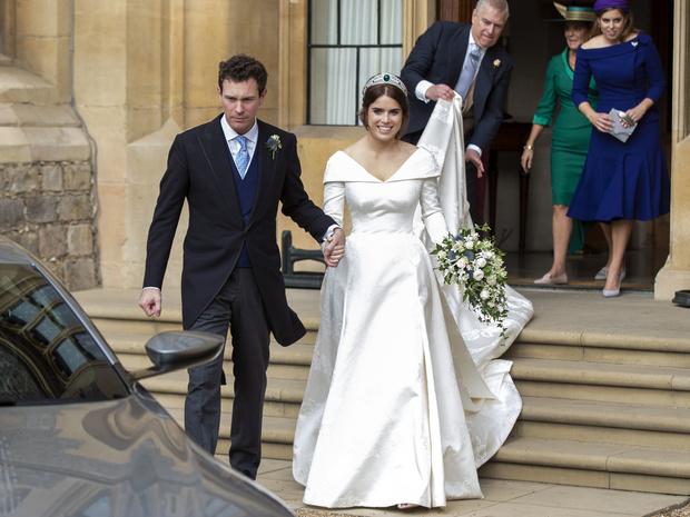 Фото №5 - Невеста на миллион: 7 самых дорогих свадебных платьев королевских особ