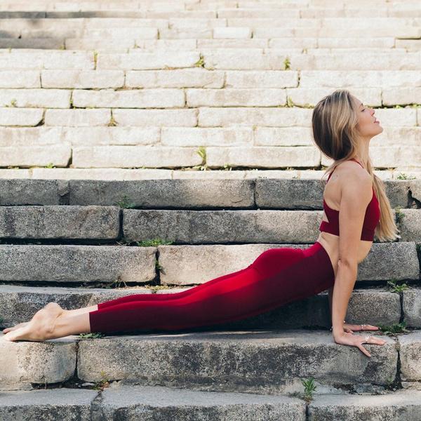 Фото №1 - 5 простых упражнений на растяжку, которые можно делать дома
