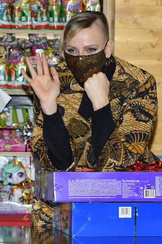 Фото №2 - А так можно было? Принцесса Монако Шарлен побрилась налысо