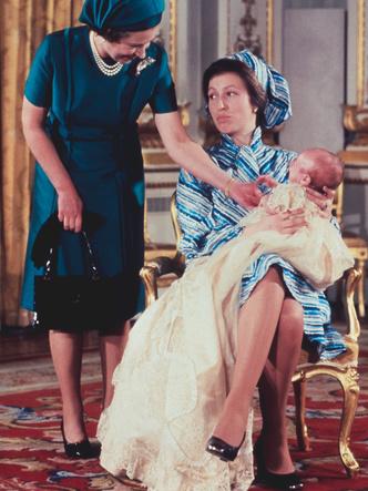 Фото №10 - Самые стильные образы королевских мам на крестинах их детей
