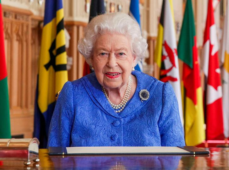 Фото №1 - «Привет» принцу Филиппу и «ответ» Сассекским: тайные смыслы нового выступления Королевы