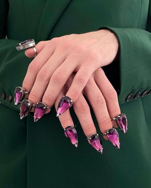 Фото №2 - Кольца вместо лака для ногтей— странный, но эффектный бьюти-тренд из Инстаграма