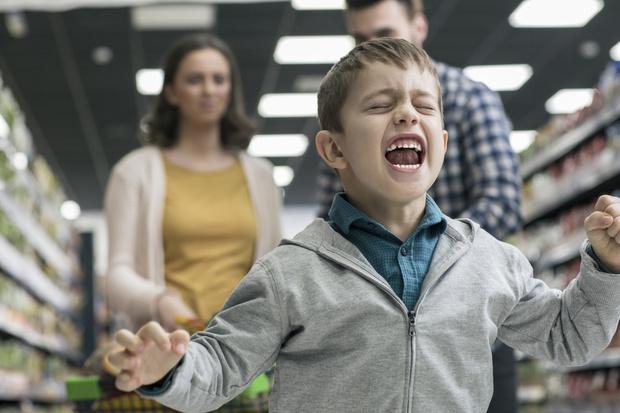Фото №1 - И не проси: как отучить ребенка клянчить раз и навсегда
