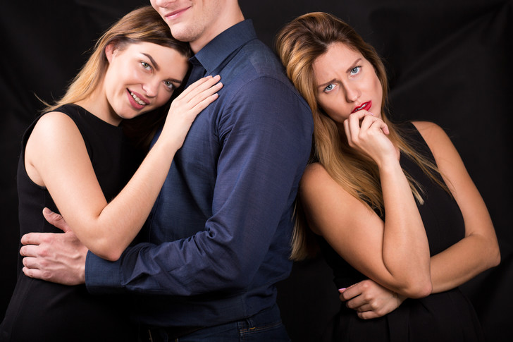 Фото №2 - Исповедь мужчины, который живет на две семьи 16 лет: «Тест на беременность жена и любовница принесли одновременно. И я не смог выбрать!»