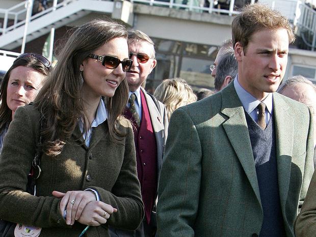 Фото №2 - Еще не герцогиня: каким был первый официальный выход Кейт в качестве невесты принца