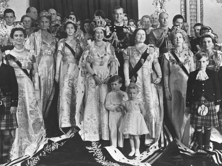 Фото №2 - Опасная неосторожность: как принцесса Маргарет «украла» коронацию у Елизаветы II
