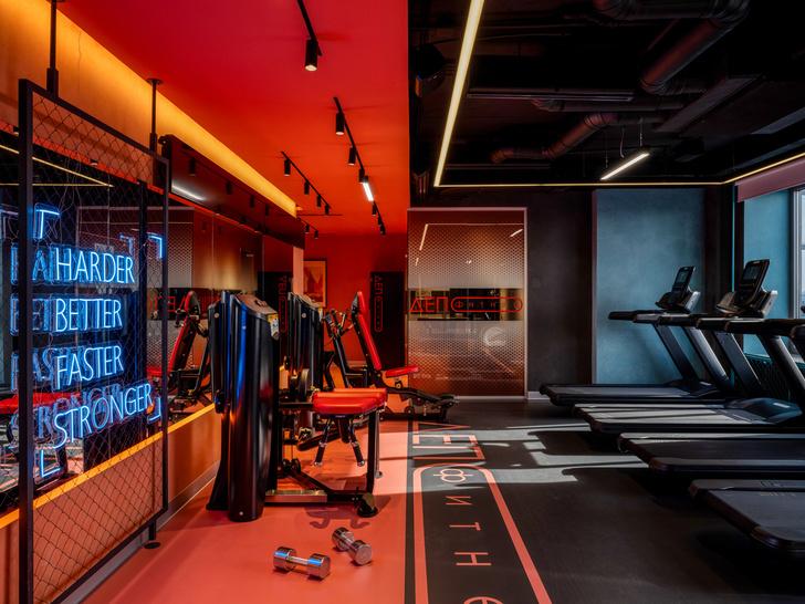 Фото №1 - Игра на контрасте: яркий фитнес-клуб в Москве