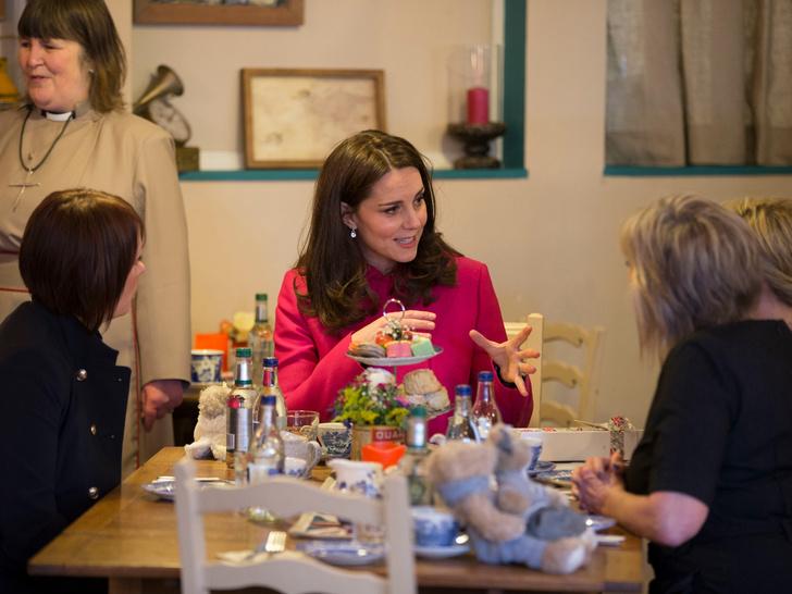 Фото №3 - Такие разные герцогини: напиток, который обожает Меган и не переносит Кейт