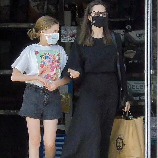 Фото №2 - Снова депрессия? Анджелина Джоли оделась в черное накануне Дня матери