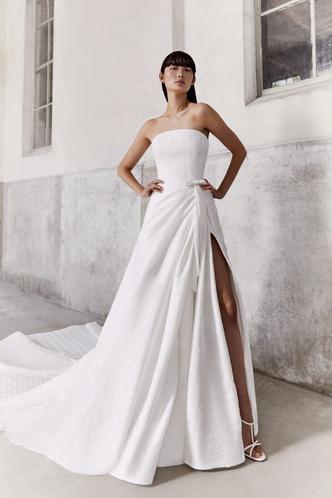 Фото №4 - От классики до экспериментов: 6 главных трендов свадебной моды в 2021 году