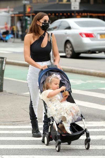 Фото №1 - Как звезды одевают детей на прогулку: 20 фото