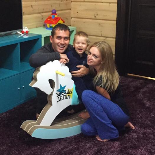 Александр Кержаков с женой и сыном: фото 2015