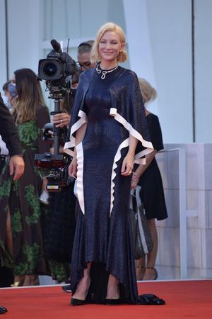 Фото №3 - Тейлор Хилл, Тильда Суинтон и другие звезды на открытии Венецианского фестиваля