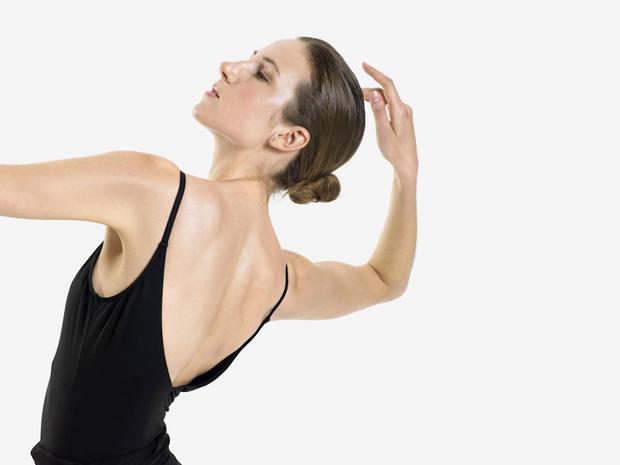 Фото №1 - Держим спину: 8 лучших упражнений для балетной осанки