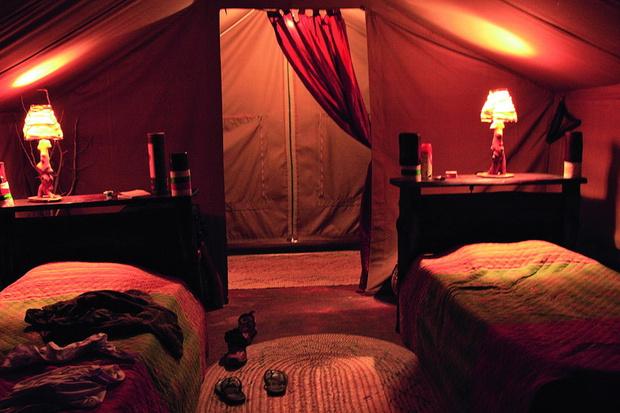 А это палатка — по вечерам внутри очень уютно