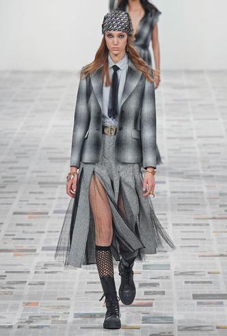 Фото №9 - От кожи до клетки: самые модные жакеты осени и зимы 2020/21
