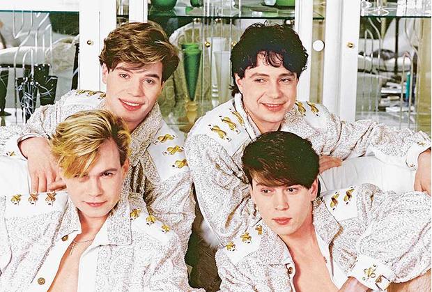 Золотой состав группы: вверху Слава Жеребкин, Владимир Анисимов, внизу Владимир Левкин, Владимир Политов, 1996 год.