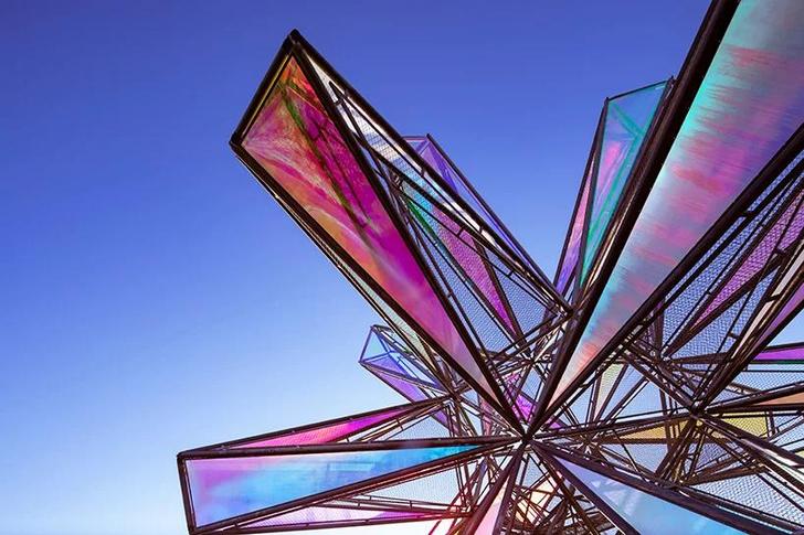 Фото №2 - Pop Star: инсталляция из цветного стекла в Китае