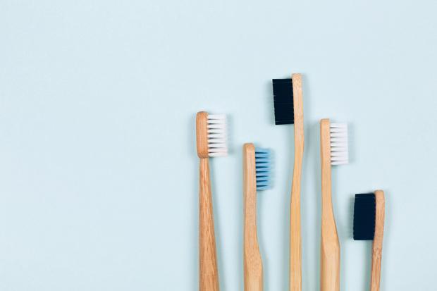 Фото №1 - Как правильно чистить зубы: 5 лайфхаков для красивой улыбки