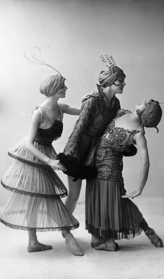 Фото №16 - Король стиля: как Поль Пуаре придумал «хромые юбки», освободил женщин от корсетов и заново изобрел моду