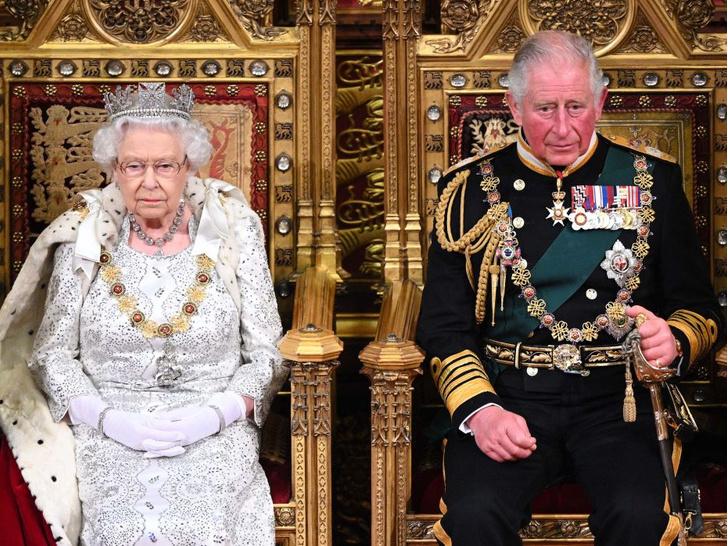 Фото №2 - Меган инсценировала беременность, а Чарльза тайно короновали: 5 новых (и очень странных) слухов о Виндзорах