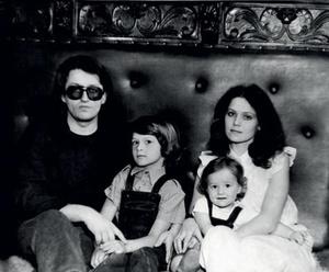 Фото №23 - «Угонщицы»: молодые любовницы, из-за которых распались крепкие звездные семьи