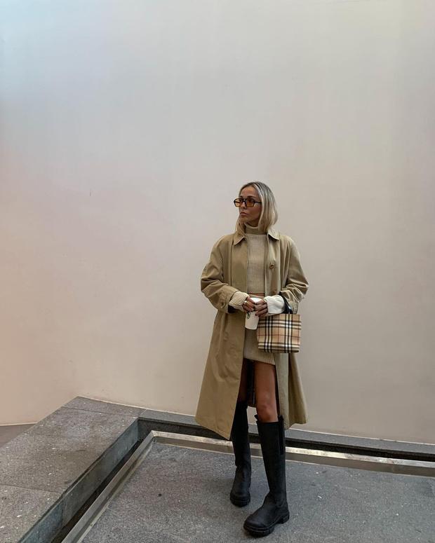 Фото №2 - Трикотажный костюм с юбкой + высокие сапоги: стилист София Коэльо показывает, как выглядеть женственно осенью