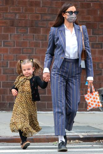 Фото №7 - Самый модный ребенок Нью-Йорка: как одевается дочь Ирины Шейк и Брэдли Купера