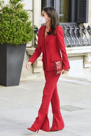 Фото №1 - Идеально сидящий костюм— залог успешного образа: подтверждено королевой Летицией