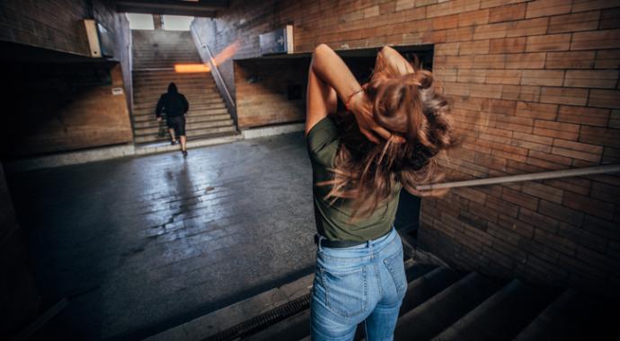 «Не знала, как отказать»: почему жертвам домогательств бывает сложно дать отпор