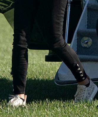 Фото №3 - Черные носки и белые кроссовки из кружева: модный провал первой леди США