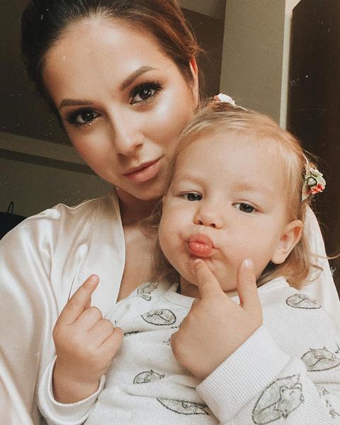 Прикрытый живот и еще три признака того, что певица Нюша беременна: фото, инстаграм, новый альбом 2020