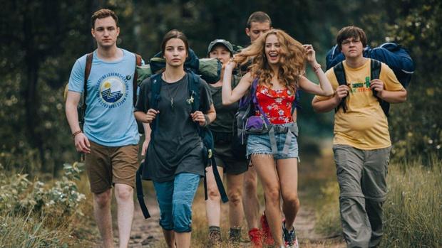Фото №2 - Стоит ли смотреть новый ужастик от Netflix «В лесу сегодня не до сна»: рецензия без спойлеров