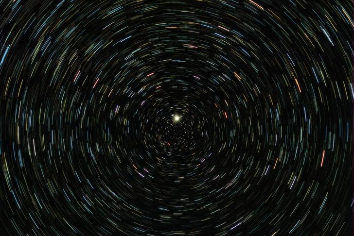 Фото №1 - Астрономы обнаружили «мигающую» звезду в центре Галактики